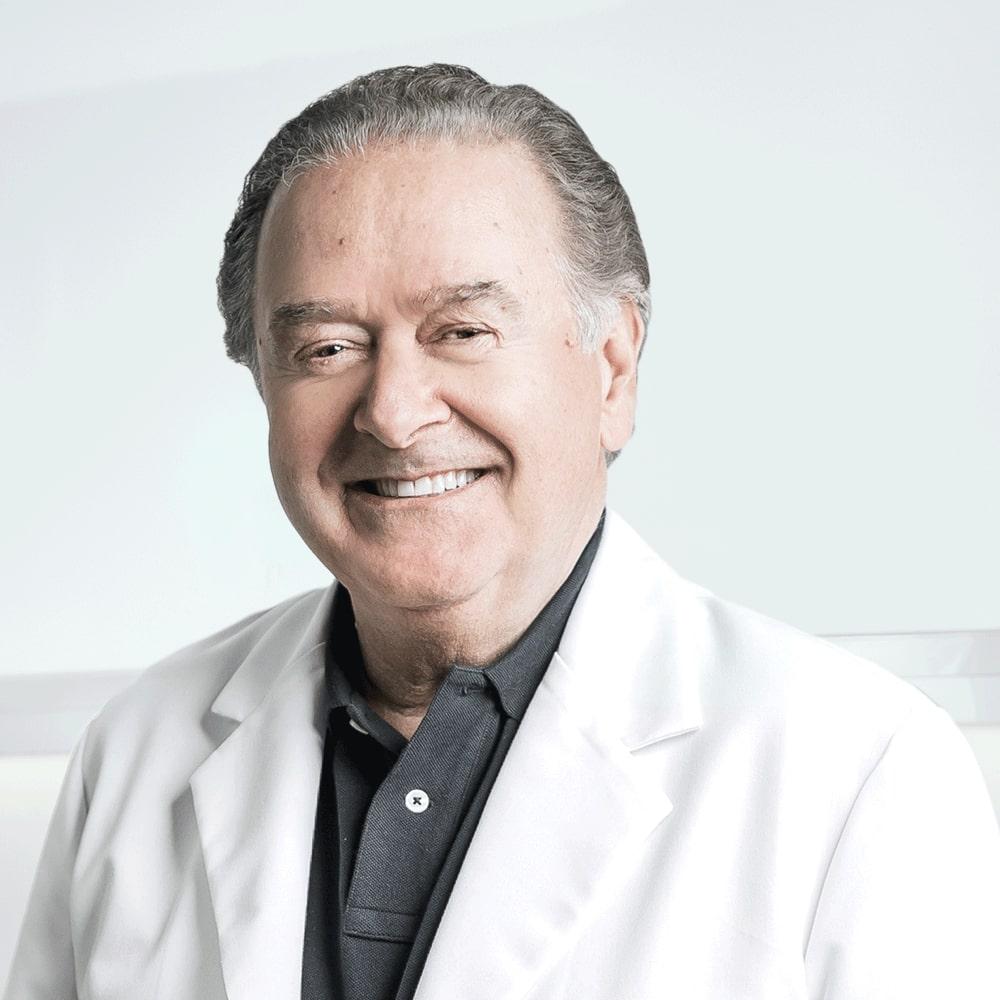 Dr Pierre Rochon, dentiste esthétique à la Clinique Chloé médico esthétique
